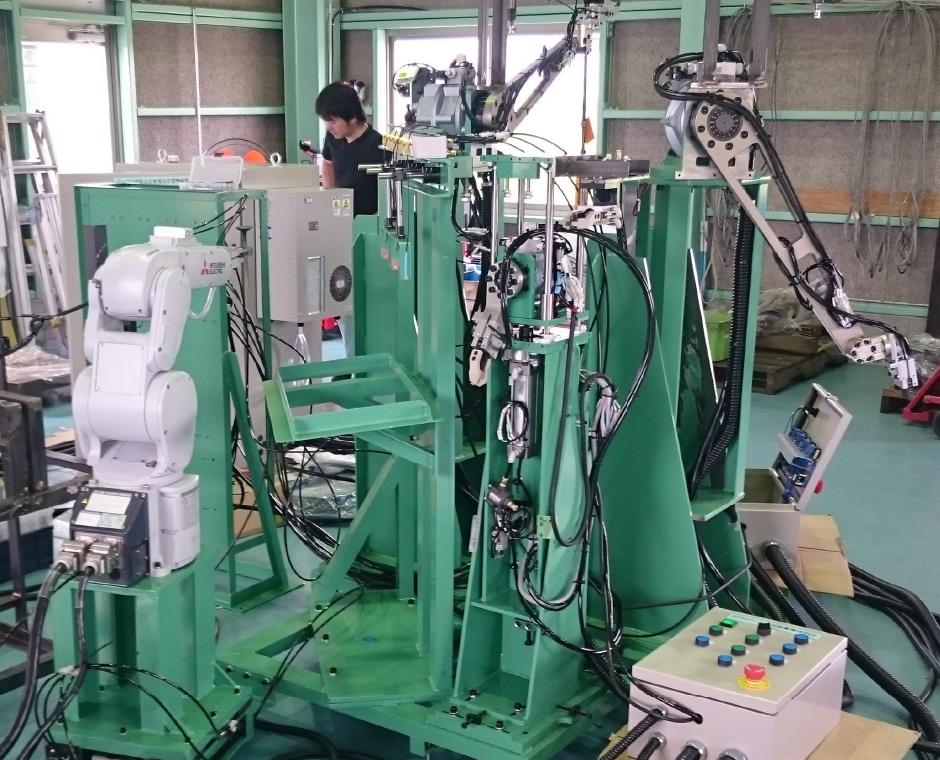 垂直多関節ロボットを用いた工程の省人化